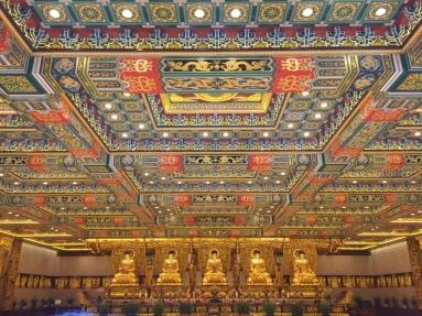 po lin monastery inside hong kong