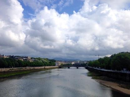 urumea-river-san-sebastian-donostia-bask-bolgesi-ispanya