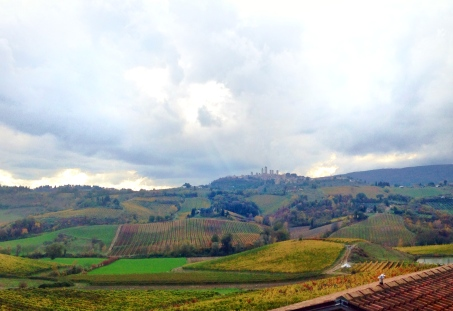 chianti-vineyards-and-san-gimignano-toskana-tuscany-italya
