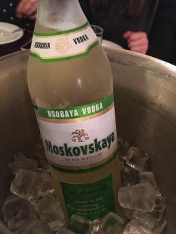 sari-votka-ayaspasa-rus-lokantasi-beyaz-ruslar-istanbul-turkiye
